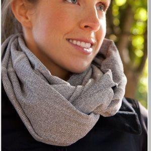 Lululemon Vinyasa scarf in herringbone